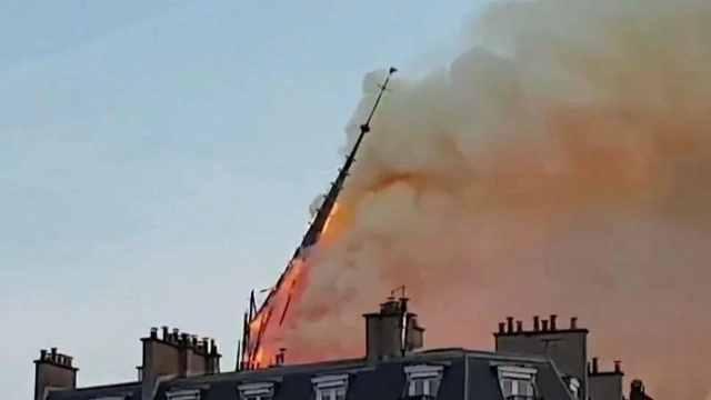 消防员解读为何圣母院大火难扑灭