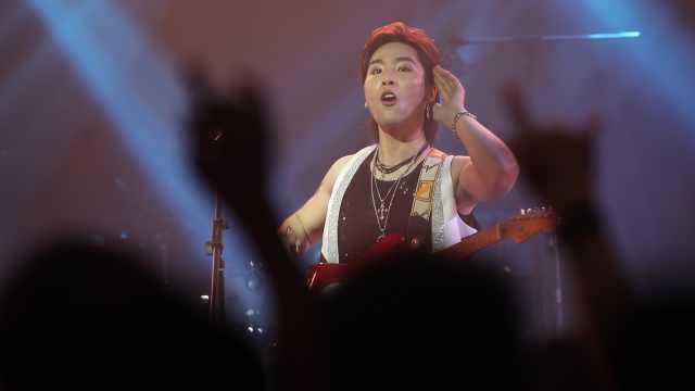 """黄家驹""""最牛""""粉丝开起了演唱会?"""