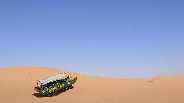 """在腾格里沙漠体验高速""""冲浪"""""""