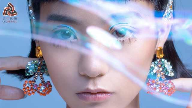 21岁女孩将科幻插画用真实妆容呈现