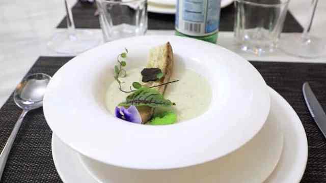港警餐厅招牌菜:黑松露蘑菇奶油汤