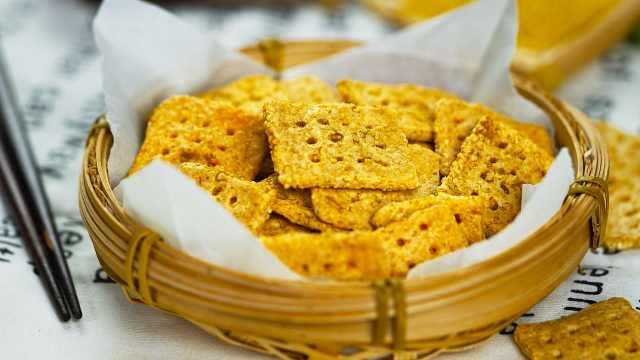 金黄酥脆小米锅巴,吃到你停不下来