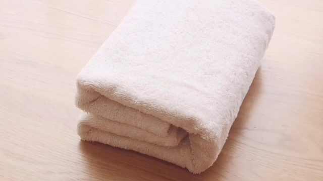 如何把浴巾叠成豆腐块?